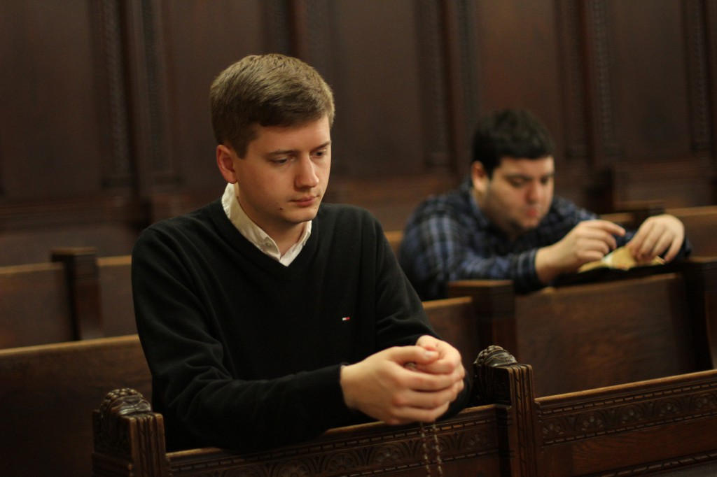 Seminarians pray. An American cardinal has urged future priests to model their homilies on the early fathers of the Church in order to learn eloquence. PHOTO: CNS/Gregory A. Shemitz
