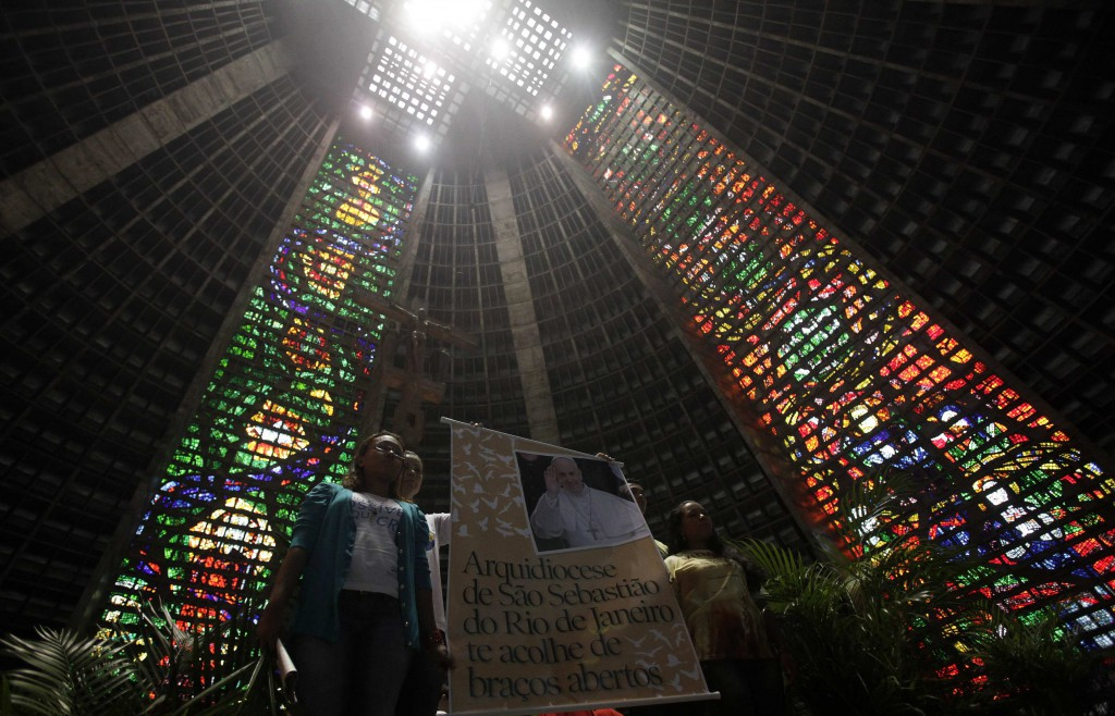 Youths hold up a banner with a message of welcome for Pope Francis during Palm Sunday Mass in Rio de Janeiro's cathedral March 24. The new pope will travel to Rio in July to take part in the international World Youth Day gathering. PHOTO: CNS/Ricardo Moraes, Reuters