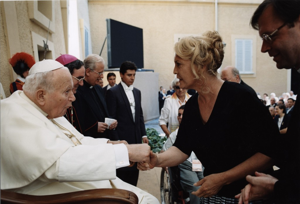 Linda Watson, founder of Linda's House of Hope, pictured meeting then-Pope John Paul II, has spent the last 16-odd-years of ministry helping women in Perth. PHOTO: File Photo