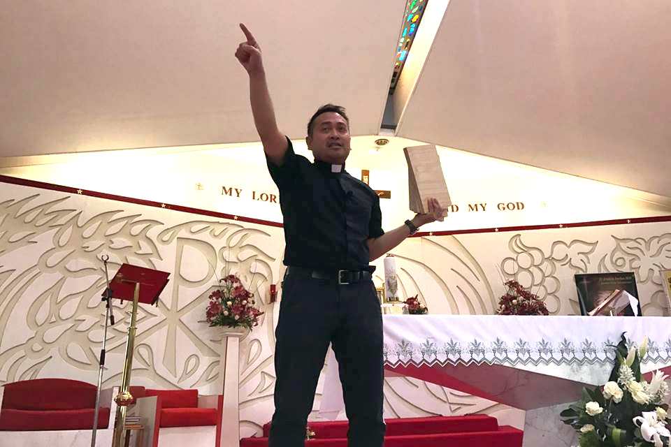 Practical theology, family meals and spiritual combat were some themes of the recent 'Why Be Catholic?' conference in Perth, where US priest Fr Leo Patalinghug was a guest speaker. Photo: Supplied