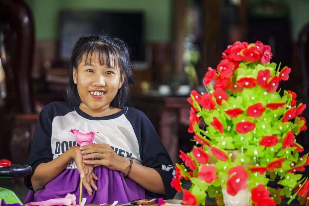Nguyet has both a passion and talent for making power flowers. Photo: Nguyen Minh Dinc/Caritas Australia.