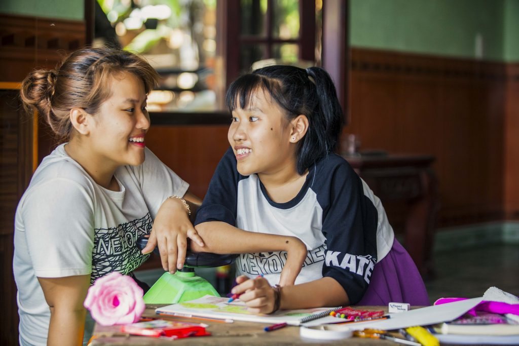 Nguyet playing outdoors with friends. Photo: Nguyen Minh Dinc/Caritas Australia.