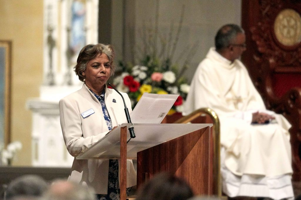 SVDP President Glady Demissie addresses the Venetians, welcoming them to the Thanksgiving Mass. Photo: Ron Tan.