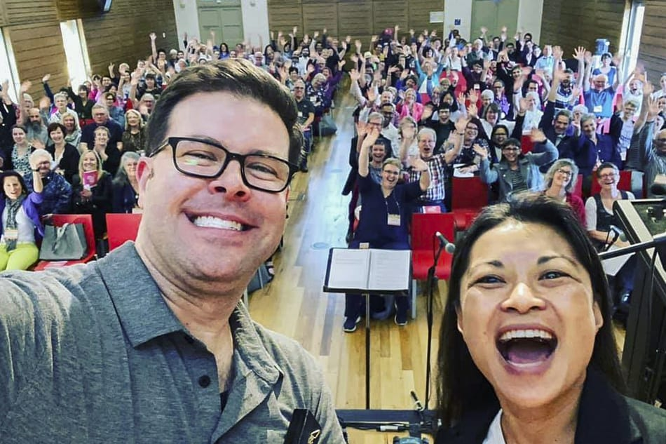 APMN 2019 Conference keynote speaker, Dr Tony Alonso and Diana Macalintal with over 330 conference participants from across Australia and New Zealand. Photo: Supplied.